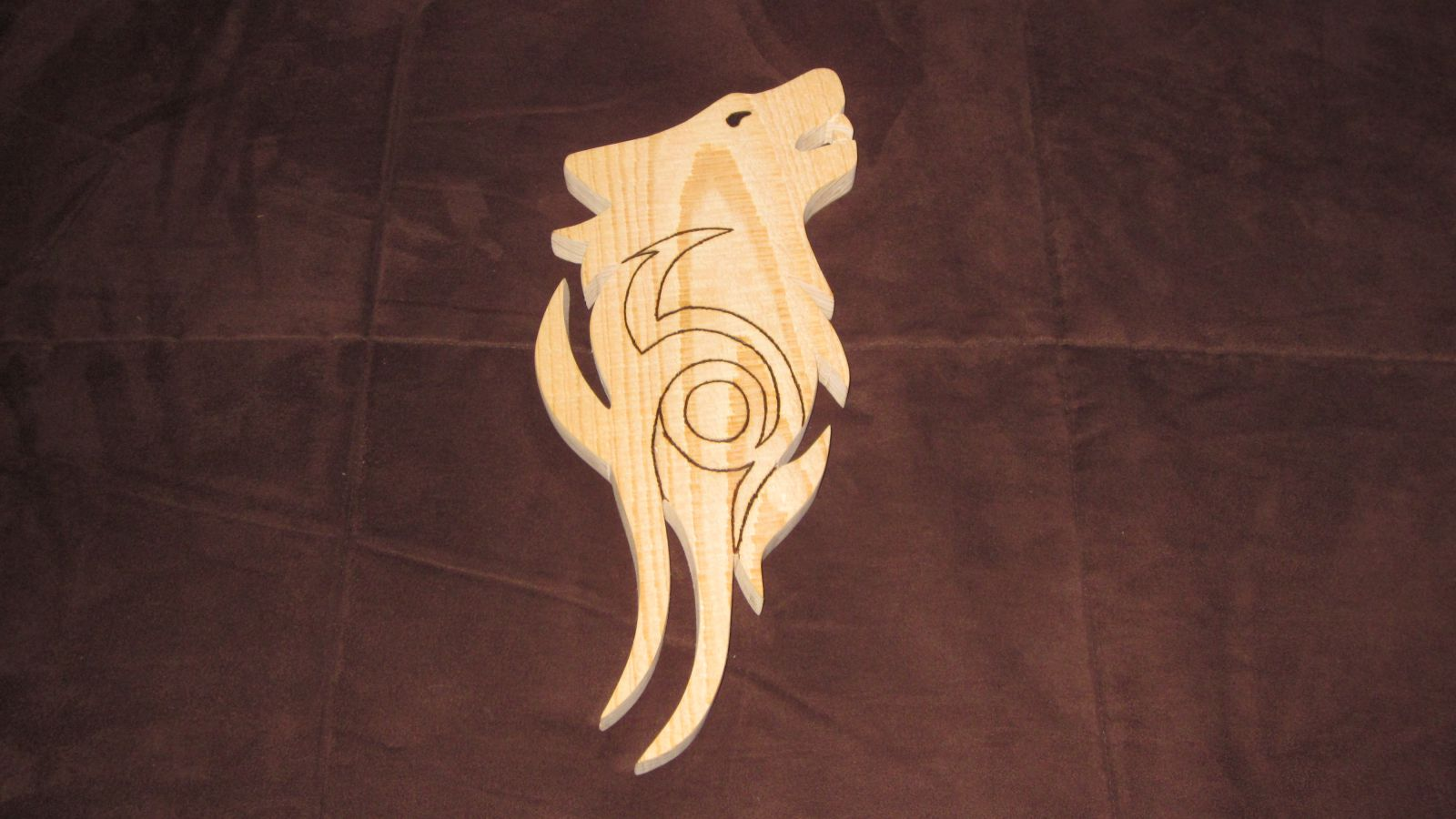 Howling wolf wall hanging - pre-stain