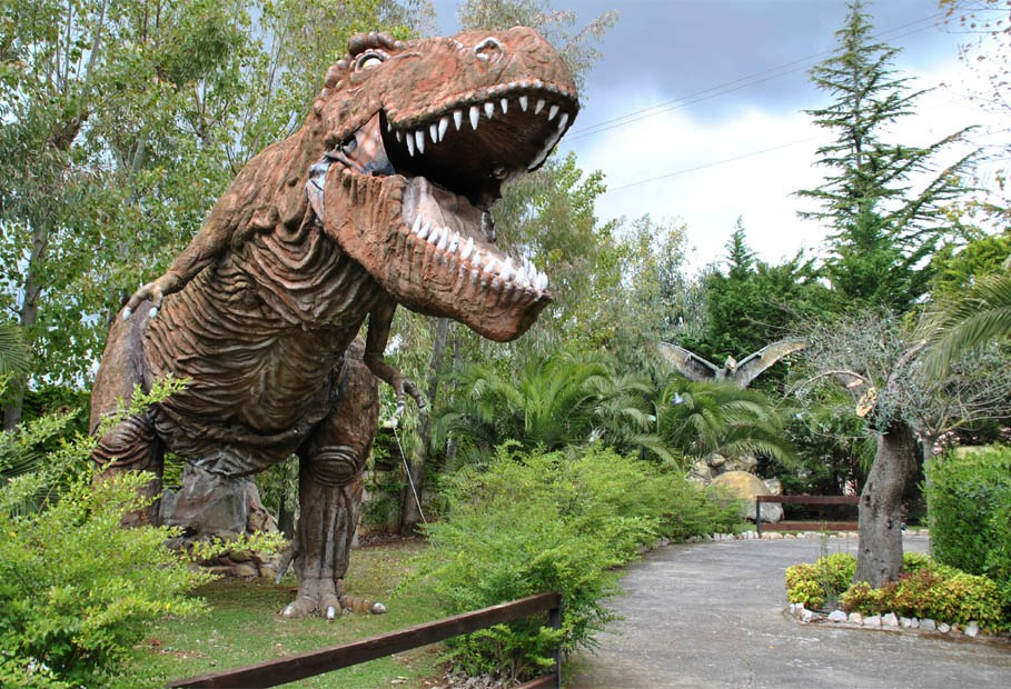 Dinosaur_Park_Castellana_Grotte_2012_13[1].jpg