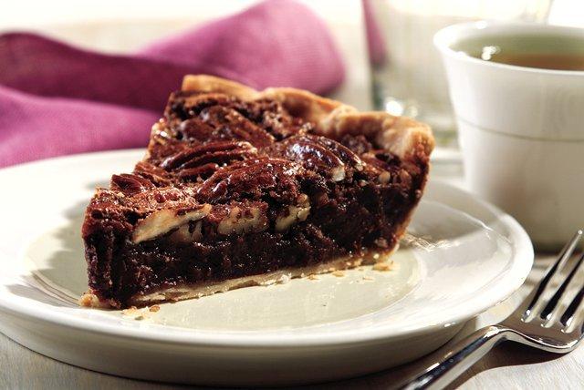Chocolate_Pecan_Pie.jpg.51cb8f18efe3860cbd2559f11d779a90.jpg