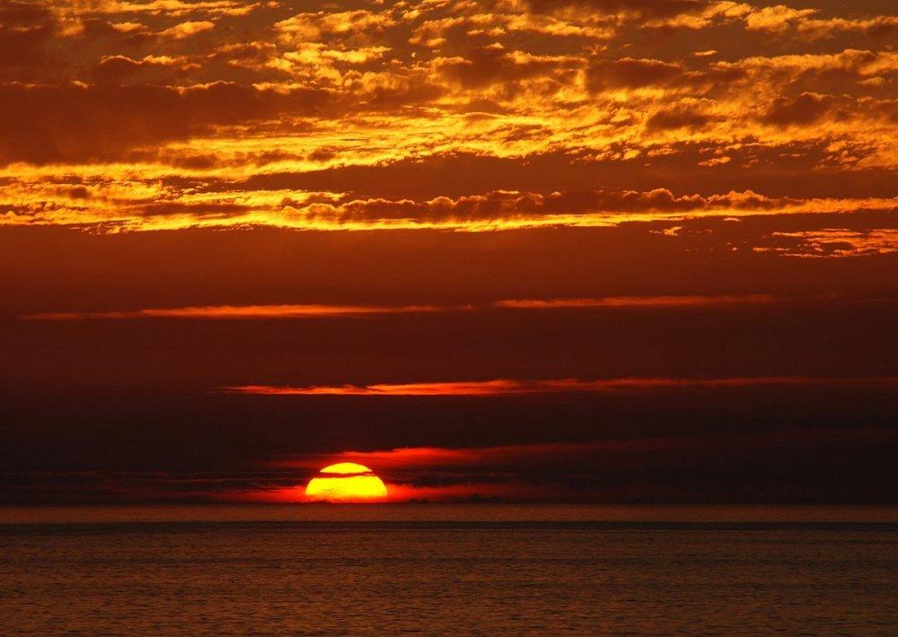 1200px-Sunset_2007-1.thumb.jpg.b44471529146efbdd5733a921de81841.jpg