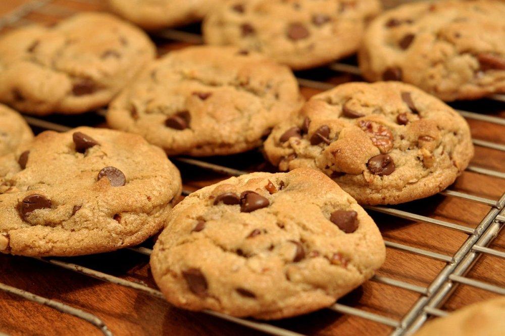 1200px-Chocolate_Chip_Cookies_-_kimberlykv.thumb.jpg.107235adfcc7922fc2315a639678850a.jpg